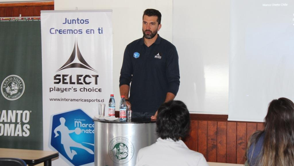 Capitán de la selección Chilena de Hándbol compartió con estudiantes